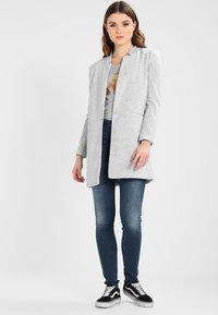 Vero Moda - VMJUNE LONG  - Krátký kabát - light grey melange - 1