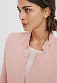 Vero Moda - VMJUNE LONG  - Krátký kabát - rose - 2