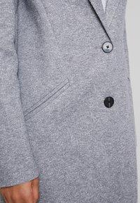 Vero Moda - VMVERODONAJACKIE  - Kort kåpe / frakk - light grey melange - 4