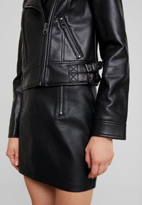 Vero Moda - VMCOOL SHORT COATED JACKET - Giacca in similpelle - black - 6