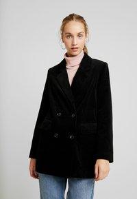 Vero Moda - VMLEVIRIE - Krátký kabát - black - 0