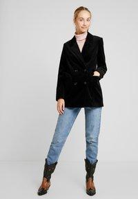Vero Moda - VMLEVIRIE - Krátký kabát - black - 1