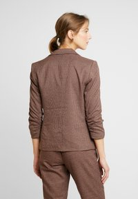 Vero Moda - VMJASMIN CHECK - Blazer - madder brown - 2