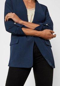 Vero Moda - Kort kappa / rock - navy blazer - 3