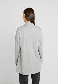 Vero Moda - VMSINAKATEY  - Manteau court - light grey melange - 2