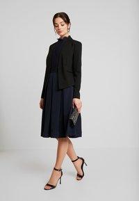 Vero Moda - VMSASIGAIL SHORT - Blazer - black/toka bruschetta - 1