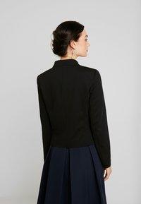 Vero Moda - VMSASIGAIL SHORT - Blazer - black/toka bruschetta - 2