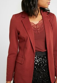 Vero Moda - VMNINA BOX - Blazer - madder brown/solid - 4
