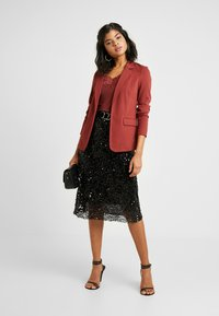 Vero Moda - VMNINA BOX - Blazer - madder brown/solid - 1