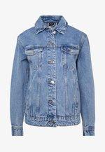 VMKATRINA LOOSE JACKET MIX - Kurtka jeansowa - light blue denim