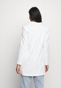 Vero Moda - VMJANEY - Krátký kabát - snow white - 2