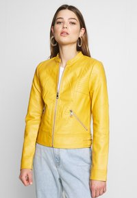 Vero Moda - VMRIAMARTA  - Faux leather jacket - amber gold - 0