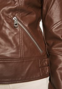 Vero Moda - VMRIAMARTA  - Faux leather jacket - rocky road - 5