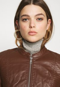 Vero Moda - VMRIAMARTA  - Faux leather jacket - rocky road - 3