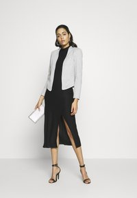 Vero Moda - VMJANEY SHORT - Blazer - light grey melange - 1