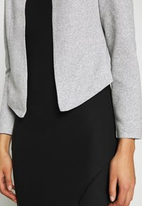 Vero Moda - VMJANEY SHORT - Blazer - light grey melange - 5