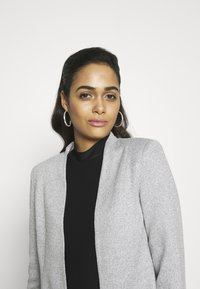 Vero Moda - VMJANEY SHORT - Blazer - light grey melange - 3