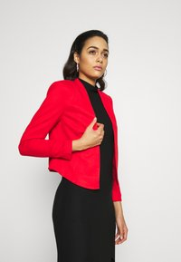 Vero Moda - VMJANEY SHORT - Blazer - high risk red - 3