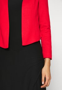 Vero Moda - VMJANEY SHORT - Blazer - high risk red - 5