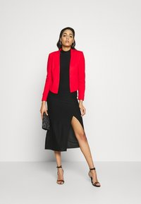 Vero Moda - VMJANEY SHORT - Blazer - high risk red - 1