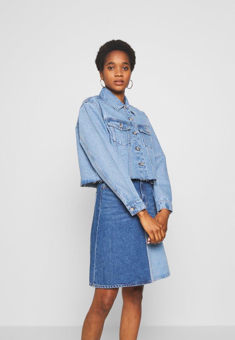 Vero Moda - VMKATRINA CROP JACKET - Denim jacket - light blue denim
