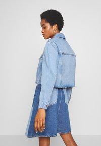 Vero Moda - VMKATRINA CROP JACKET - Denim jacket - light blue denim - 2