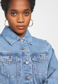 Vero Moda - VMKATRINA CROP JACKET - Denim jacket - light blue denim - 5