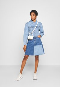 Vero Moda - VMKATRINA CROP JACKET - Denim jacket - light blue denim - 1
