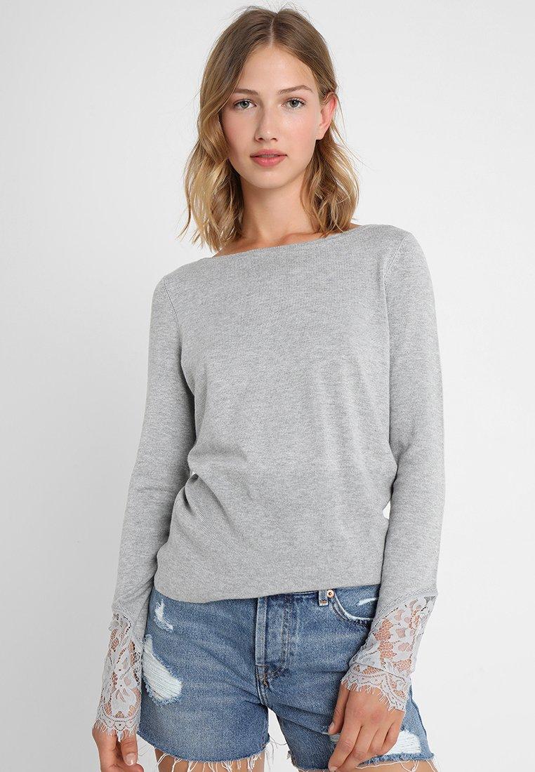 Vero Moda - VMADO GLORY BOATNECK BLOUSE - Strickpullover - light grey