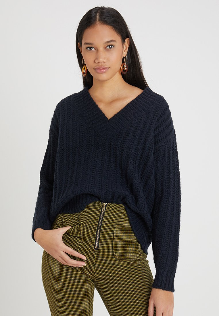 Vero Moda - VMBECCA V NECK - Strickpullover - night sky