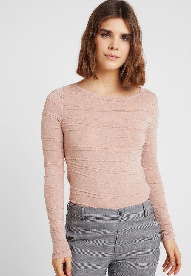 VMMONTANA - Stickad tröja - misty rose