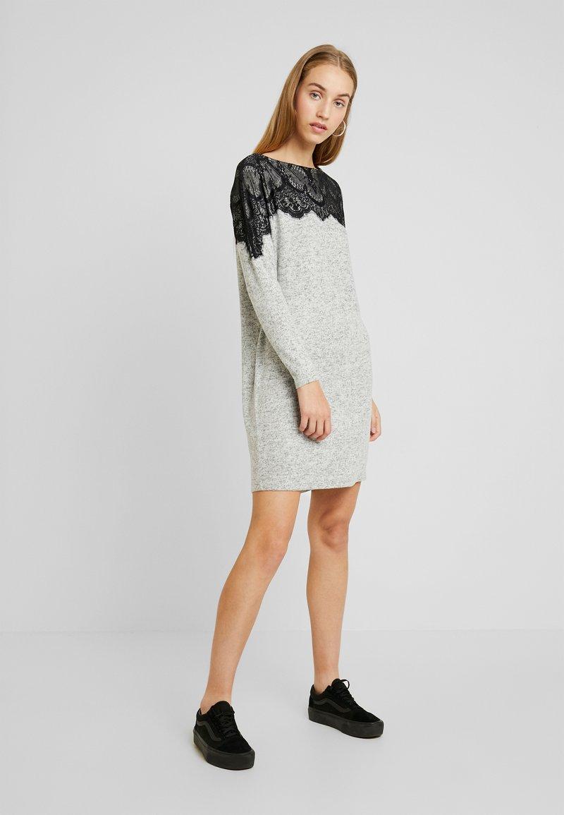 Vero Moda - VMBLIMA BOATNECK DRESS - Jumper dress - light grey melange/black