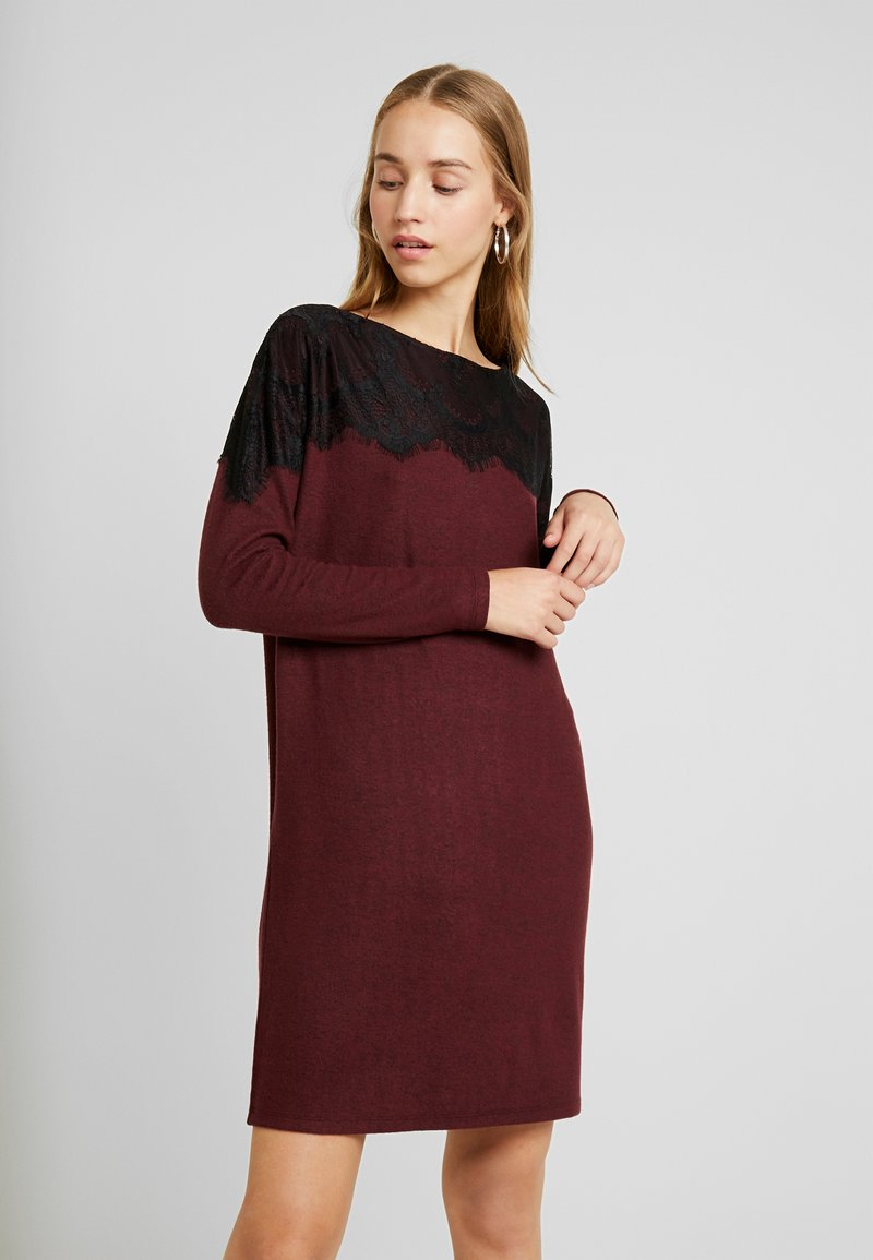 Vero Moda - VMBLIMA BOATNECK DRESS - Strickkleid - port royale/black melange