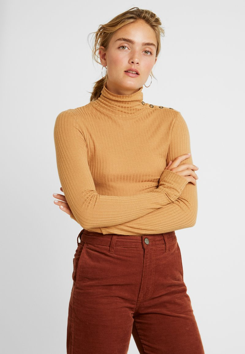 Vero Moda - VMCARLA TURTLENECK - Langarmshirt - tobacco brown