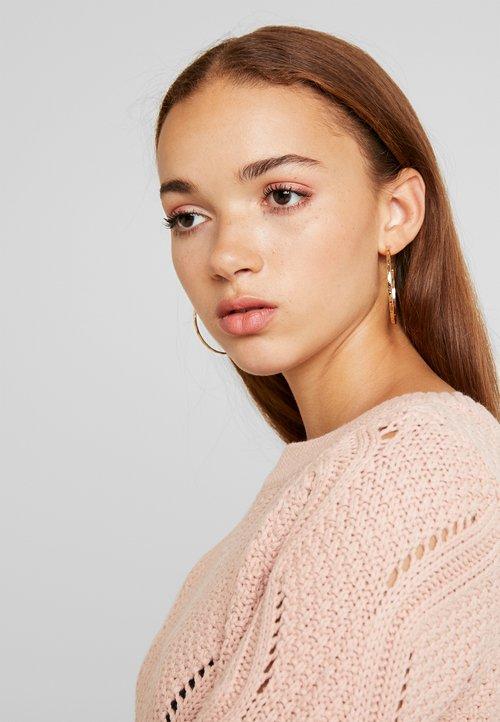 Vero Moda VMCURLA ALIA BOATNECK - Sweter - misty rose Odzież Damska VEHU-BG1 piękny