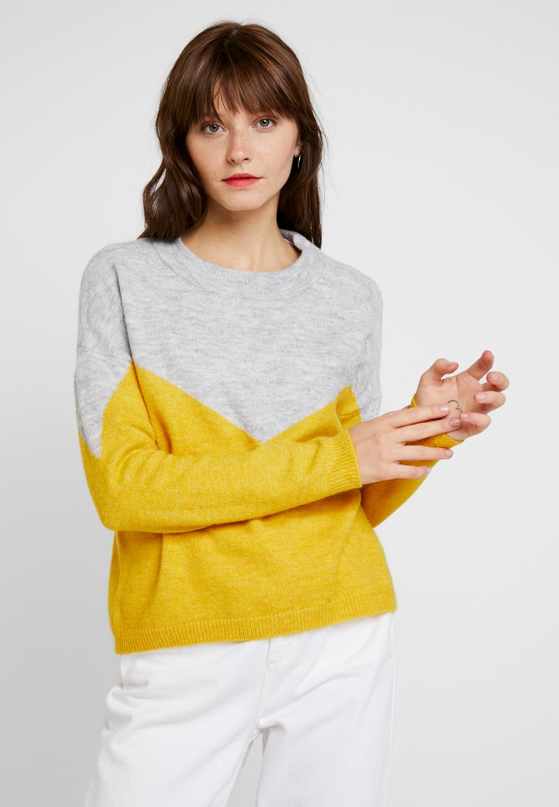 Vero Moda - VMRANA  - Strickpullover - light grey melange/spicy mustard