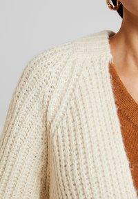 Vero Moda - VMPOCA OPEN COATIGAN - Kardigan - birch white melange - 4