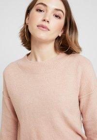 Vero Moda - VMLUCI O-NECK LONG - Sweter - misty rose - 5