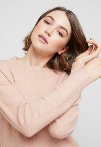 Vero Moda - VMLUCI O-NECK LONG - Sweter - misty rose - 3