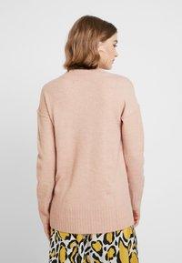 Vero Moda - VMLUCI O-NECK LONG - Sweter - misty rose - 2