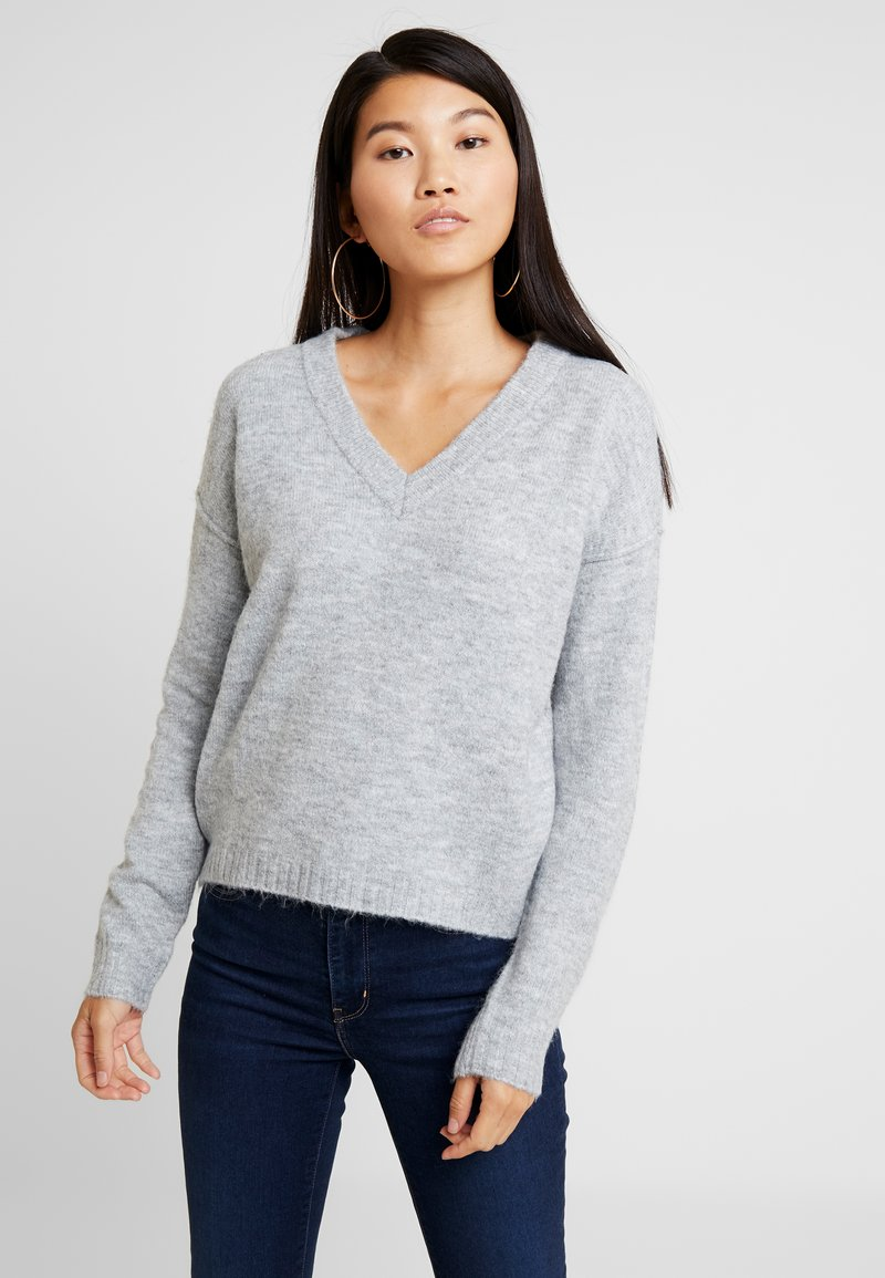 Vero Moda - VMLUCI HIGH LOW  - Strickpullover - light grey melange