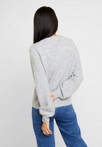 Vero Moda - VMABBIA O-NECK SOLID - Maglione - light grey melange - 2