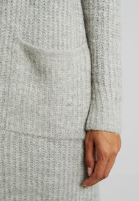 Vero Moda - VMCORA LONG OPEN CARDIGAN - Kardigan - light grey melange - 5