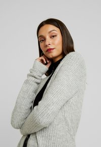 Vero Moda - VMCORA LONG OPEN CARDIGAN - Kardigan - light grey melange - 3