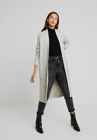 Vero Moda - VMCORA LONG OPEN CARDIGAN - Kardigan - light grey melange - 1
