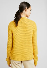 Vero Moda - VMNO NAME NO EDGE CARDIGAN - Kofta - amber gold - 2