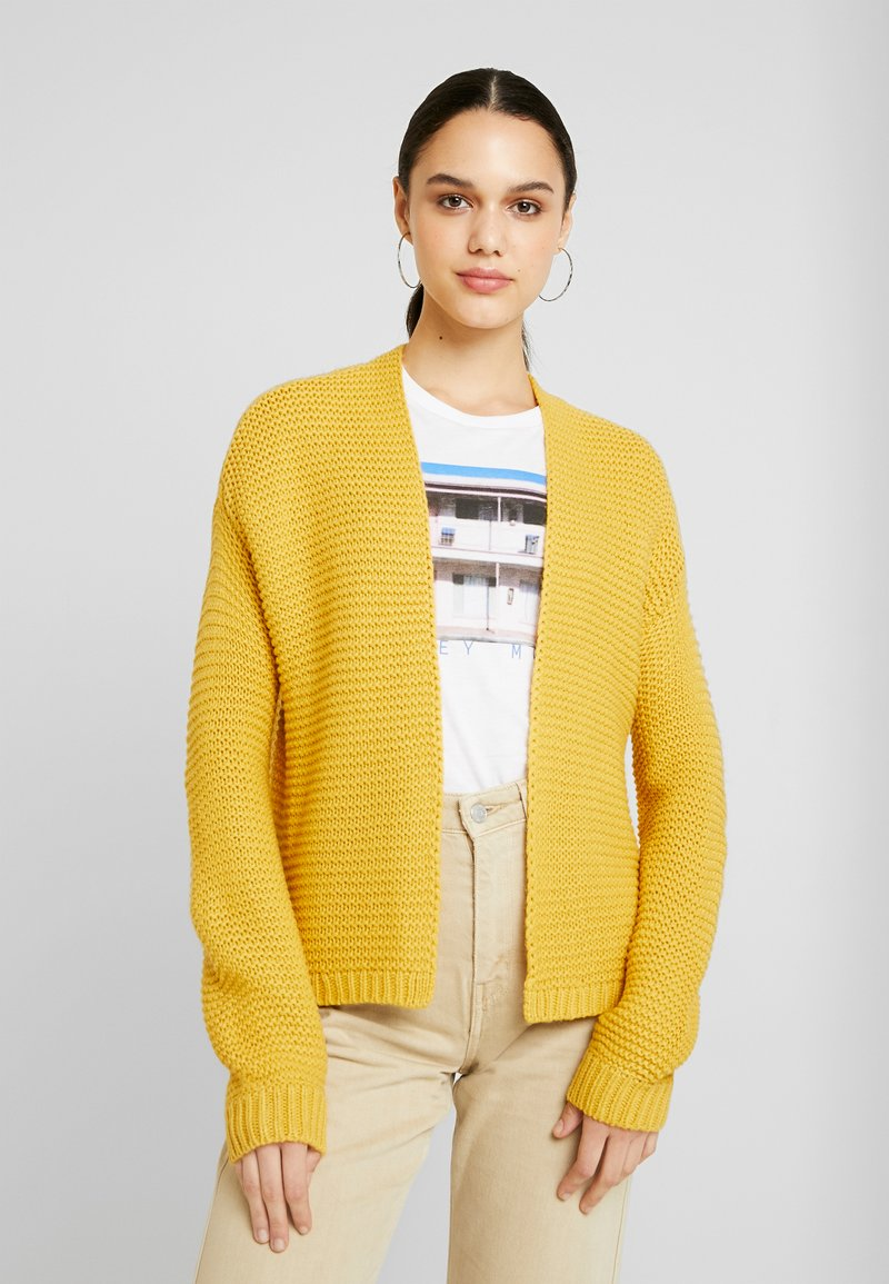 Vero Moda - VMNO NAME NO EDGE CARDIGAN - Kofta - amber gold