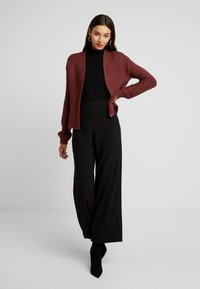 Vero Moda - VMNO NAME NO EDGE CARDIGAN - Kofta - madder brown - 1