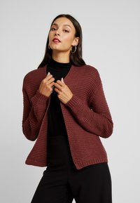 Vero Moda - VMNO NAME NO EDGE CARDIGAN - Kofta - madder brown - 0