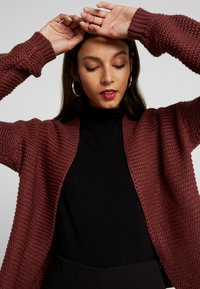 Vero Moda - VMNO NAME NO EDGE CARDIGAN - Kardigan - madder brown